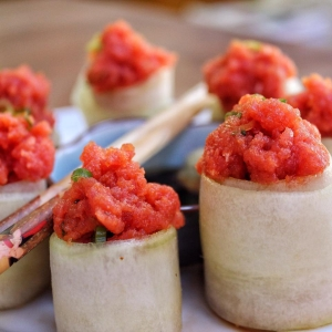 Japanese Spicy Tuna Cucumber Roll