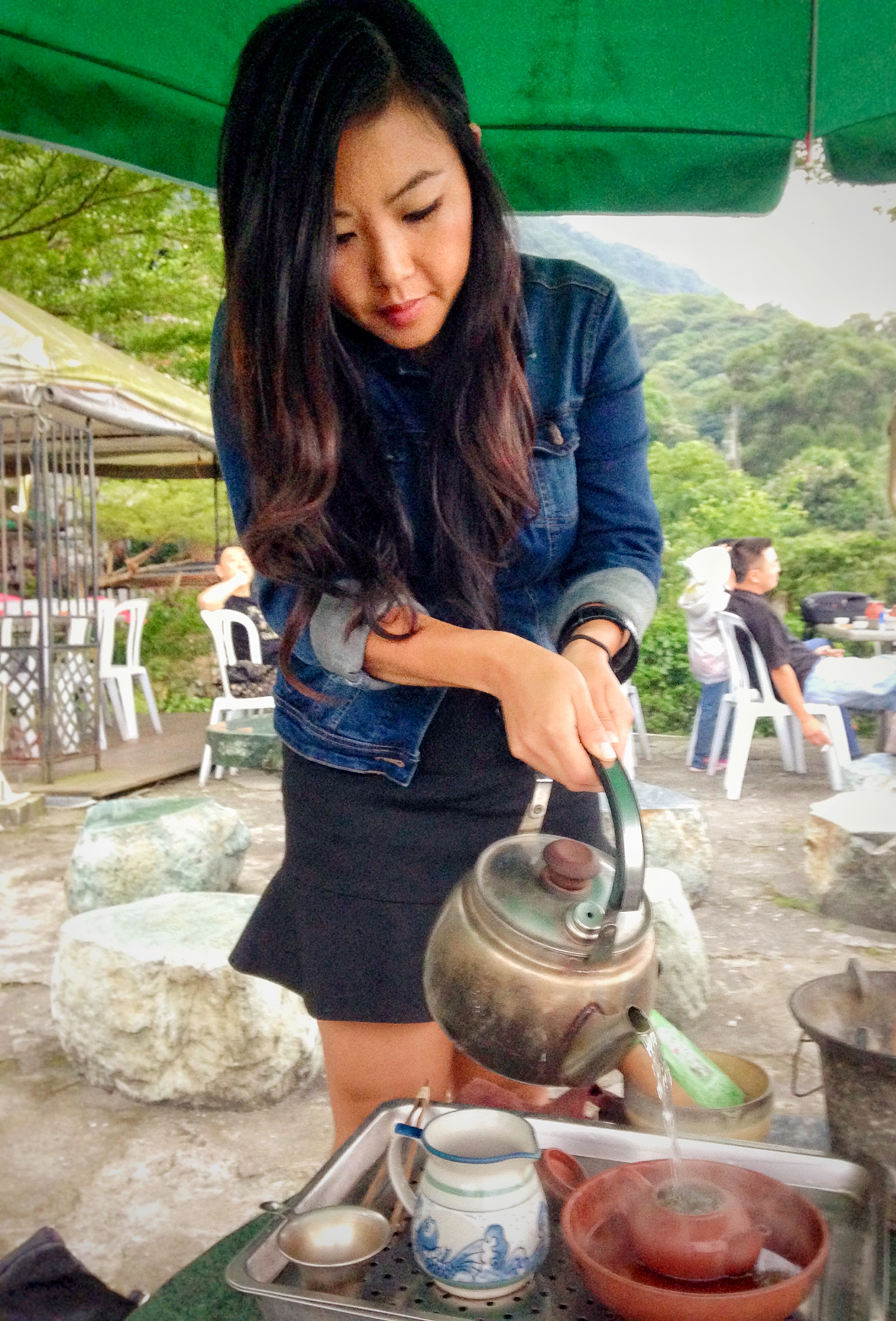 Taiwan - Pouring Tea